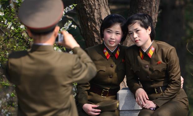 [Image: kuzey-kore-ordusunda-kadin-askerler_775187.jpg]