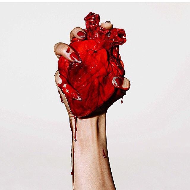 Настоящее сердце в руке картинки