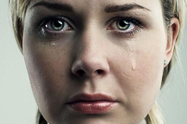 ağlayan kadın ile ilgili görsel sonucu