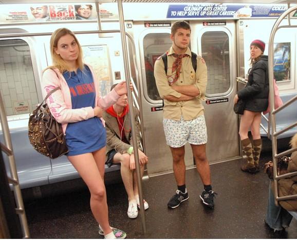 domoganie-v-metro-pokazat-kak-trahayutsya-pravilno