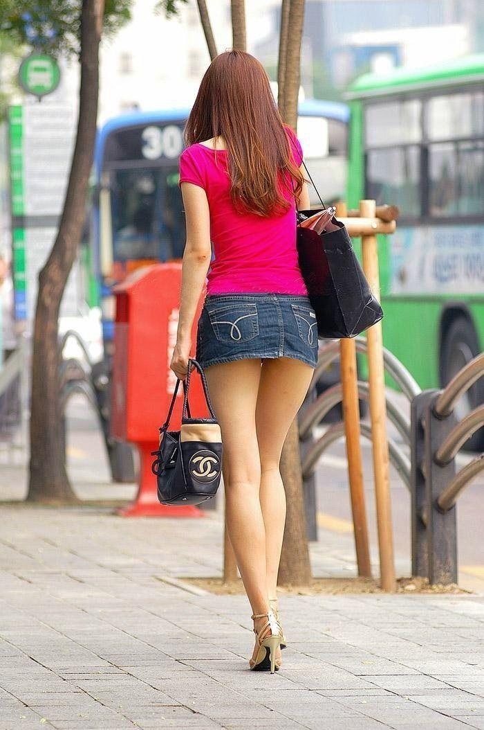 видео красивые девушки в мини юбках искес